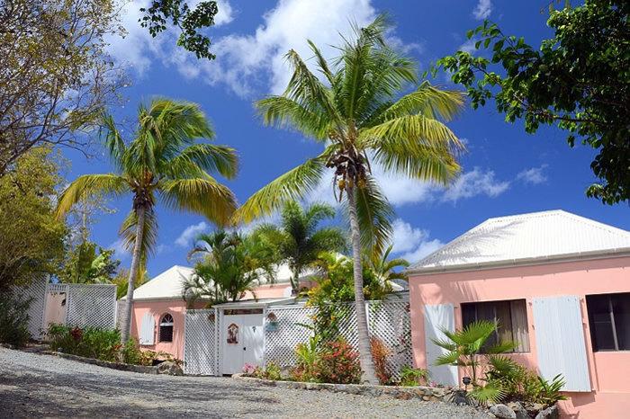 Coconuts Villa: Front Entrance